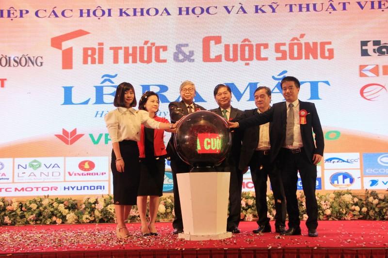 Long trong Le ra mat Bao Tri thuc va Cuoc song-Hinh-4