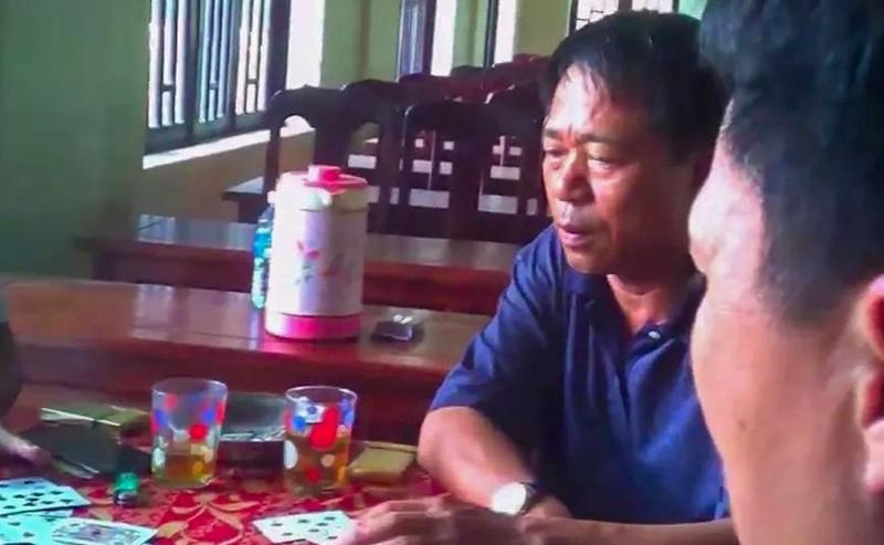 Quang Nam: Bi thu phuong danh bai tai tru so bi rut khoi danh sach ung cu HDND