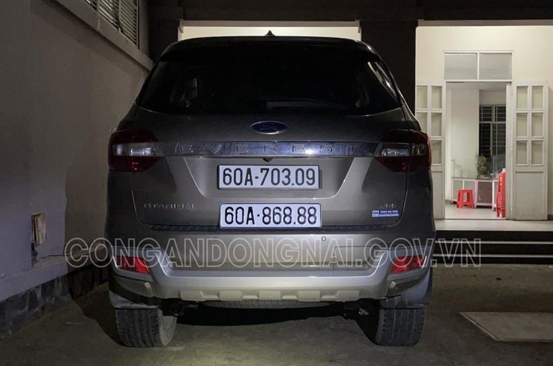 "Cong an Dong Nai xu phat nguoi su dung bien so xe gia ""60A-868.88""-Hinh-2"