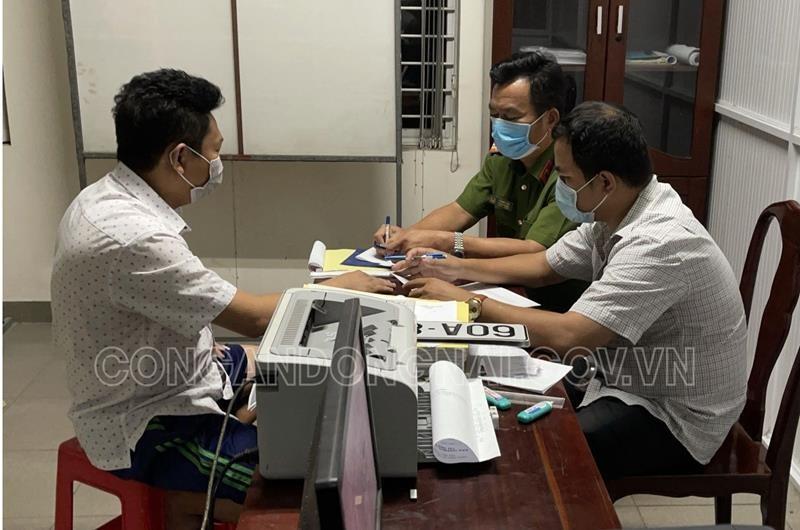 """Cong an Dong Nai xu phat nguoi su dung bien so xe gia """"60A-868.88"""""""