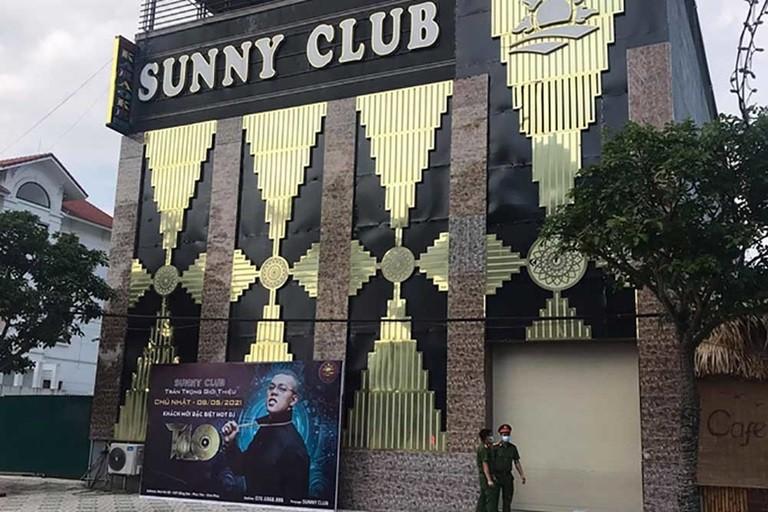 Clip nam nu thac loan phan cam: Neu dung bar Sunny, xu ly the nao?