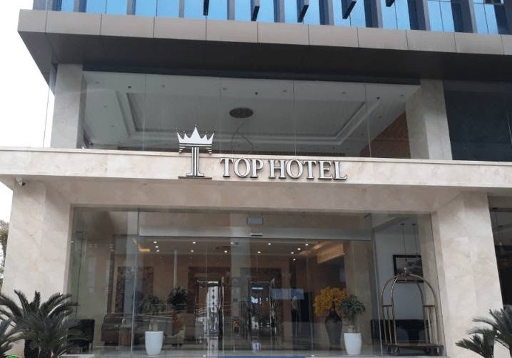 """Khach san Top Hotel Ha Noi """"thu phi cho cong an, y te chong dich"""": Do loi"""