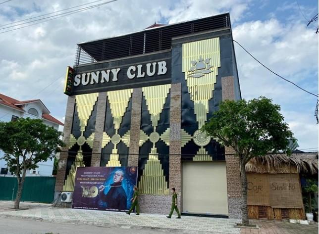 Loan tin clip bar Sunny gia mao, dan mat cac ong chong: Chi em co nhan ket dang?