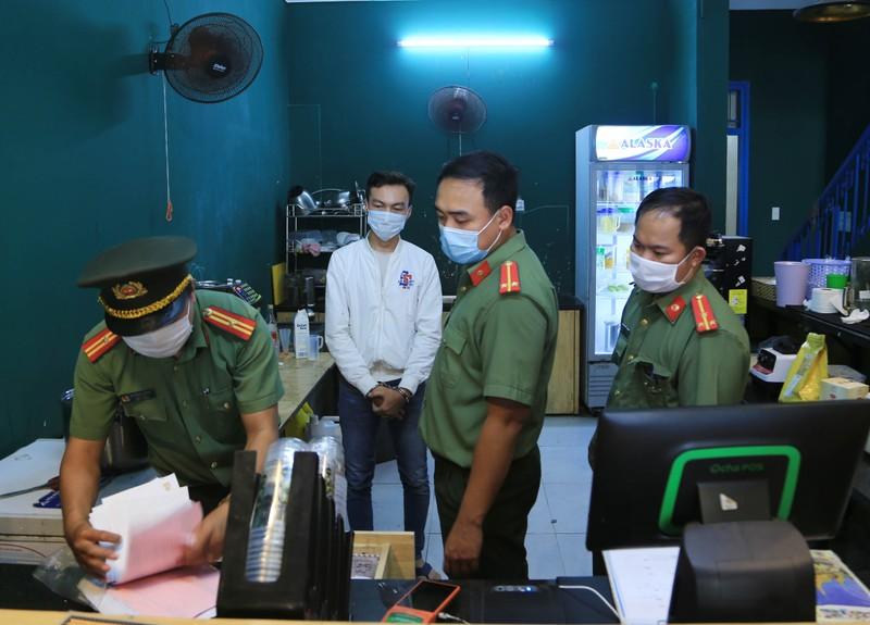 """Giam doc lap cong ty ruoc """"chuyen gia"""" dom: Thu doan tinh vi nhap canh trai phep"""