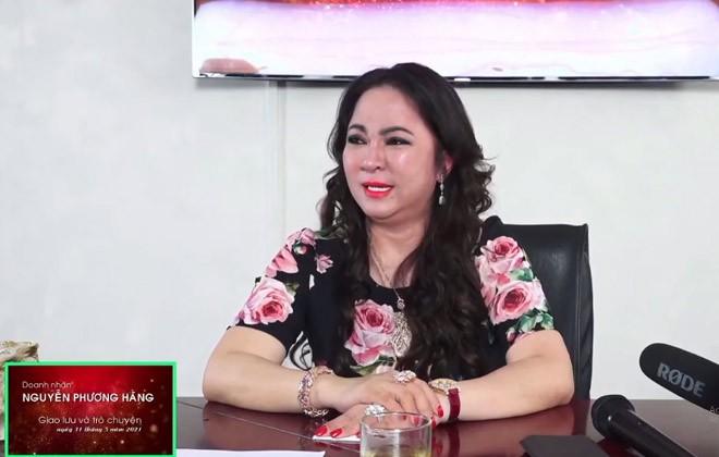 "Nu doanh nhan Phuong Hang livestream ""boc phot"" nghe si: Sau ""bao mang""… la gi?"