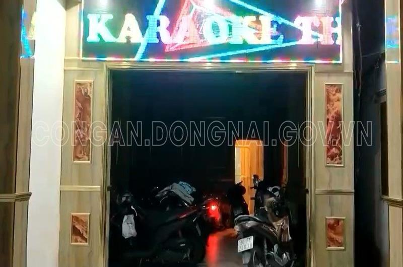 "Bat chap ""lenh cam"" phong dich, nhan vien karaoke o Dong Nai thoat y phuc vu khach"