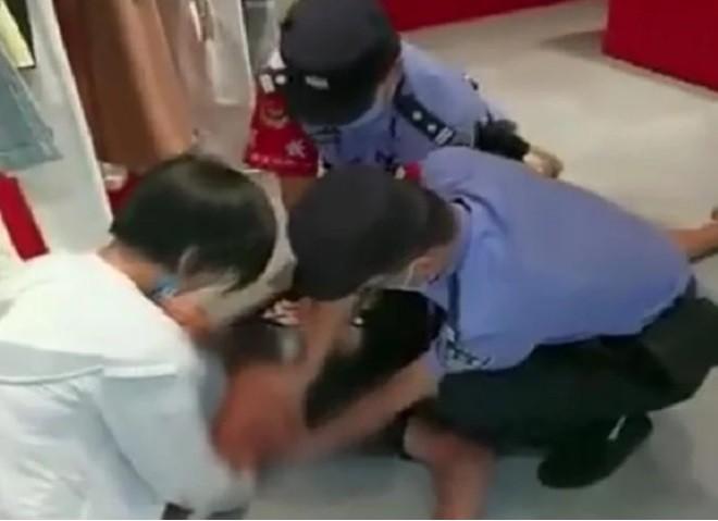 Video: Vo tu sat de thu long ban trai, co gai nhan ket