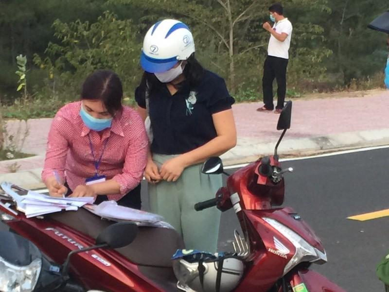 """Truong ban Kinh te-Ngan sach Phu Yen di xem dat: """"Coi thuong Chi thi 16... phat nang""""-Hinh-2"""