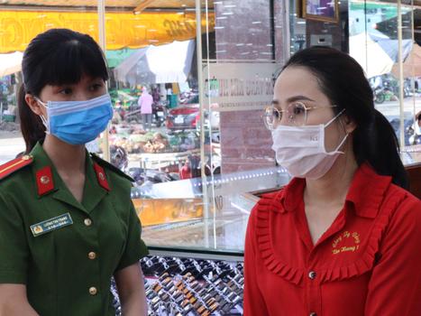 Nhan vien trom 2.380 nhan vang o Binh Phuoc: Lam 4 nam chua nghi ngay nao