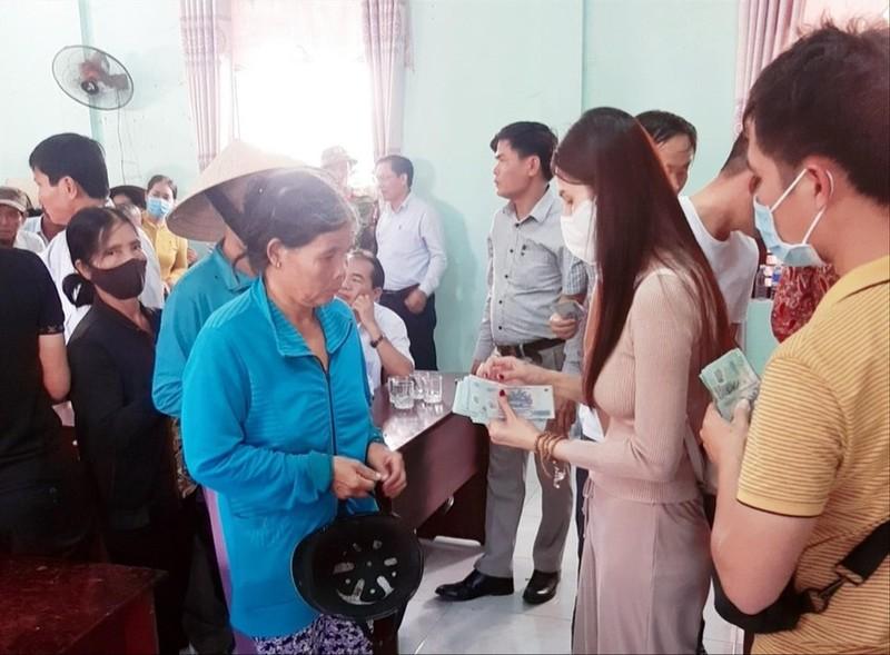 Thuy Tien trao tien tu thien: Dia phuong giam sat the nao?