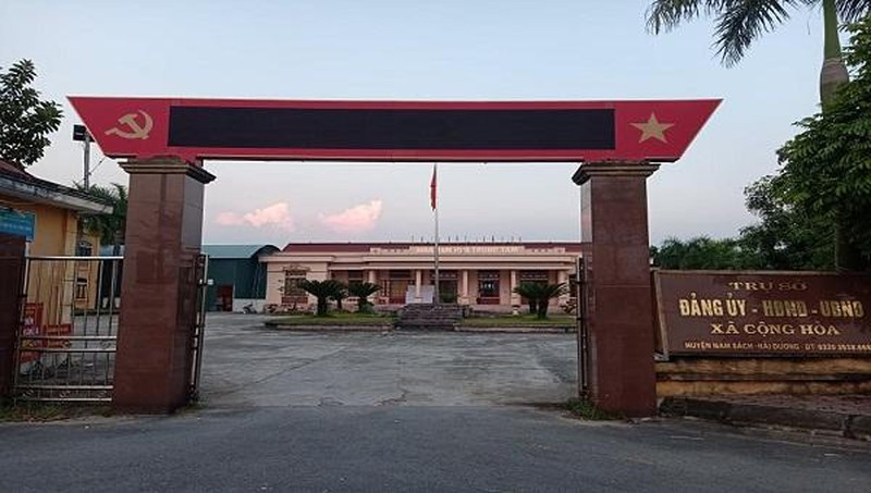 """Hai Duong: Dan """"to"""" can bo xa Cong Hoa thu tien giay di duong qua chot"""
