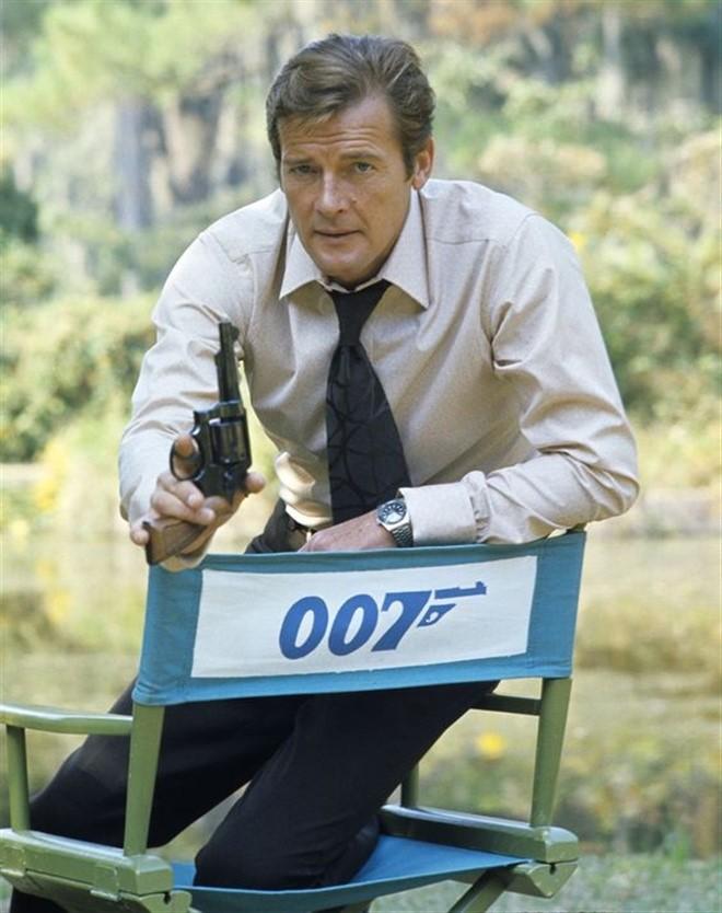 """""""Diep vien 007"""" Roger Moore qua doi vi benh ung thu-Hinh-3"""
