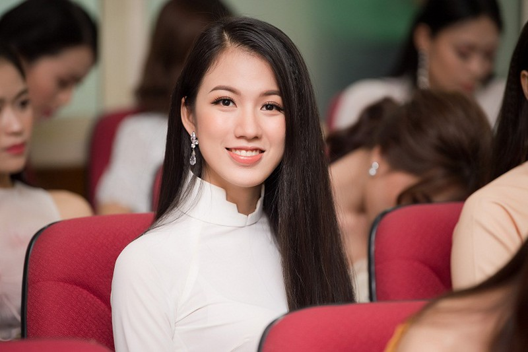 BTC Hoa hau Viet Nam len tieng ve 6 thi sinh no bang tot nghiep-Hinh-2
