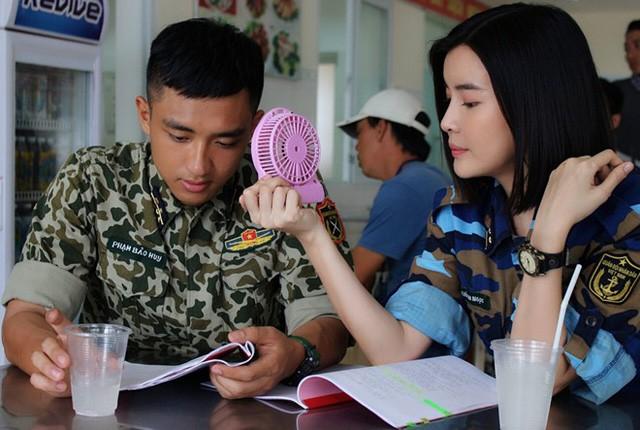 """Cao Thai Ha giai dap tin """"tinh tay 3"""" voi Huu Vi, Song Luan-Hinh-4"""