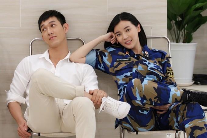 """Cao Thai Ha giai dap tin """"tinh tay 3"""" voi Huu Vi, Song Luan"""