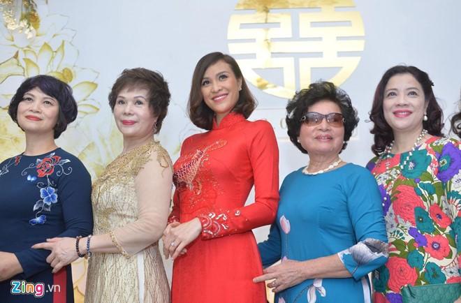 Phuong Mai xinh dep rang ro trong le an hoi voi chong Tay-Hinh-2