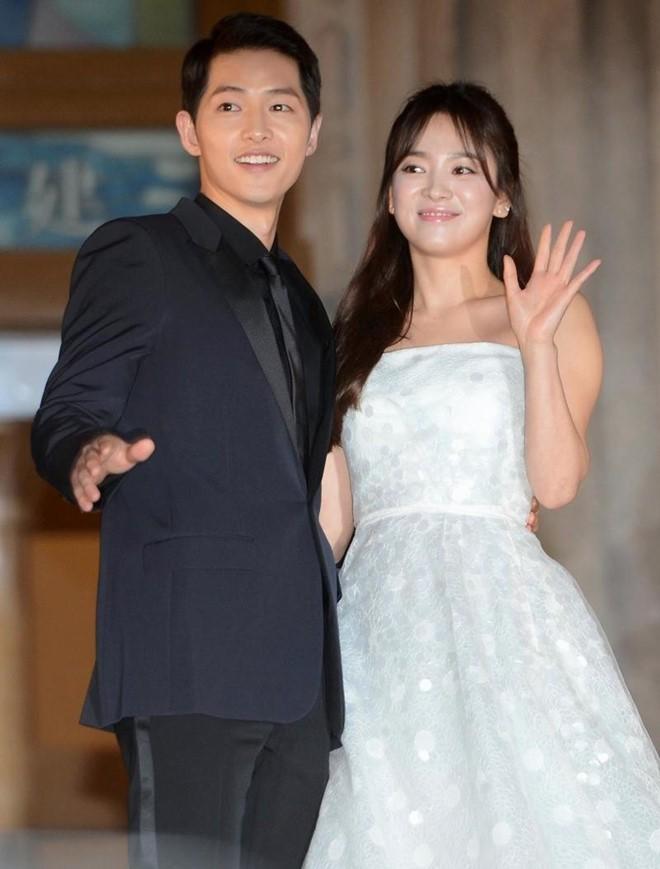 Anh Ly Than, Song Joong Ki chup chung bat ngo gay sot-Hinh-3