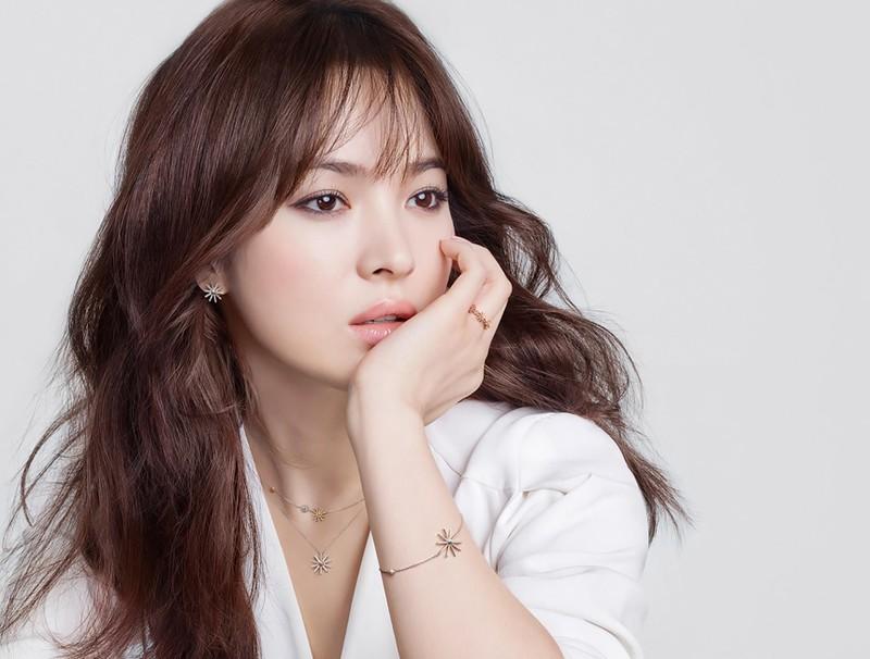 Ro tin Song Hye Kyo 2 lan bi bat qua tang ngoai tinh-Hinh-4