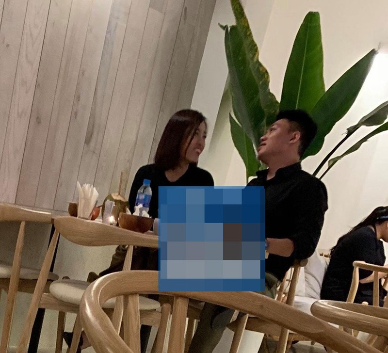 Lo anh Hoa hau Do My Linh duoc ban trai hon-Hinh-3