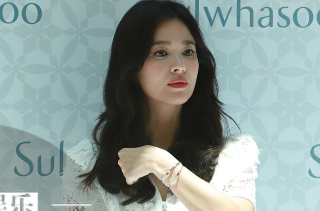Song Hye Kyo lo ve met moi khi xuat hien sau ly hon-Hinh-2