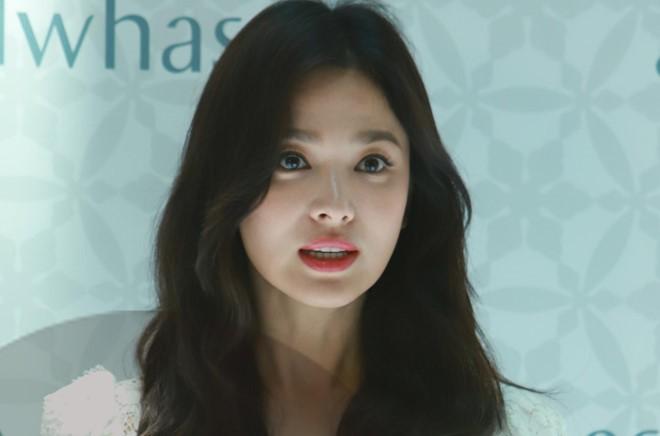 Song Hye Kyo lo ve met moi khi xuat hien sau ly hon