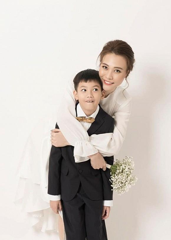 Dam Thu Trang dien vay co dau, khoe lung tran goi cam-Hinh-2