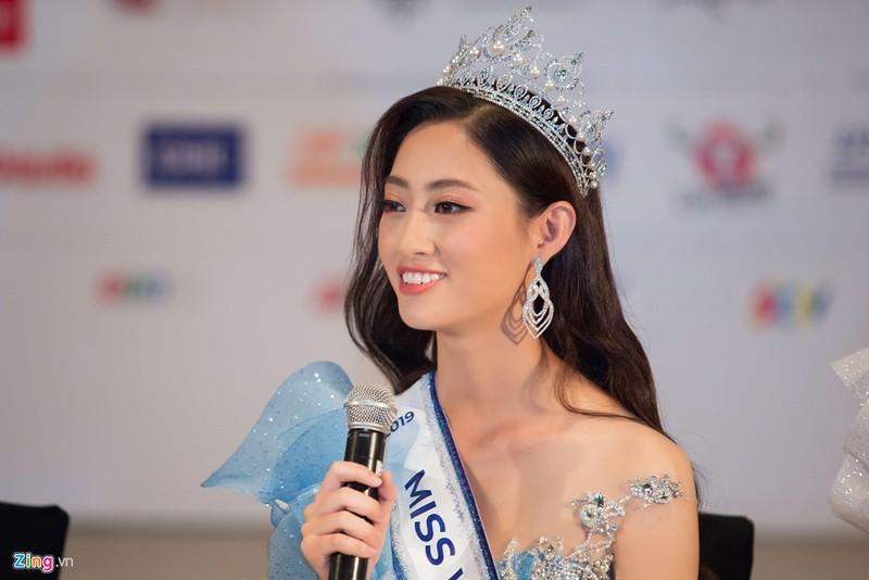 Luong Thuy Linh ly giai viec khoa Facebook, tiet lo tieu chuan chon ban trai-Hinh-2