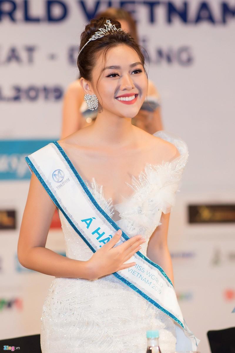 Luong Thuy Linh ly giai viec khoa Facebook, tiet lo tieu chuan chon ban trai-Hinh-4