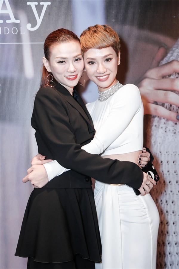 Tra My Idol chi trich Thu Thuy vi de chong bao hanh con trai