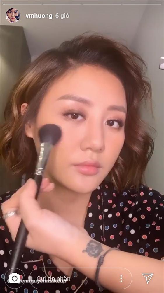 Van Mai Huong xinh dep di dien, khoe hoa day giuong sau vu lo clip