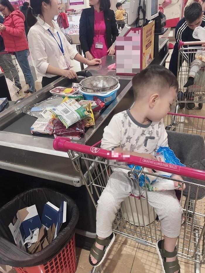 Viet Anh khoe dua con trai ve song cung hau ly hon vo thu 2-Hinh-2