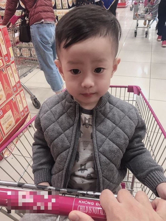 Viet Anh khoe dua con trai ve song cung hau ly hon vo thu 2