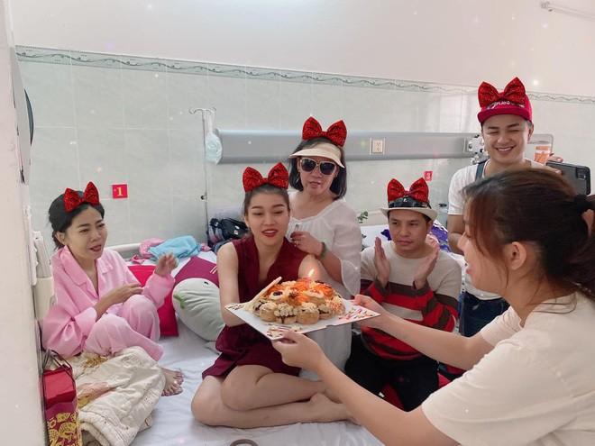 Benh tinh tro nang ngay giap Tet, Mai Phuong don sinh nhat o benh vien-Hinh-2