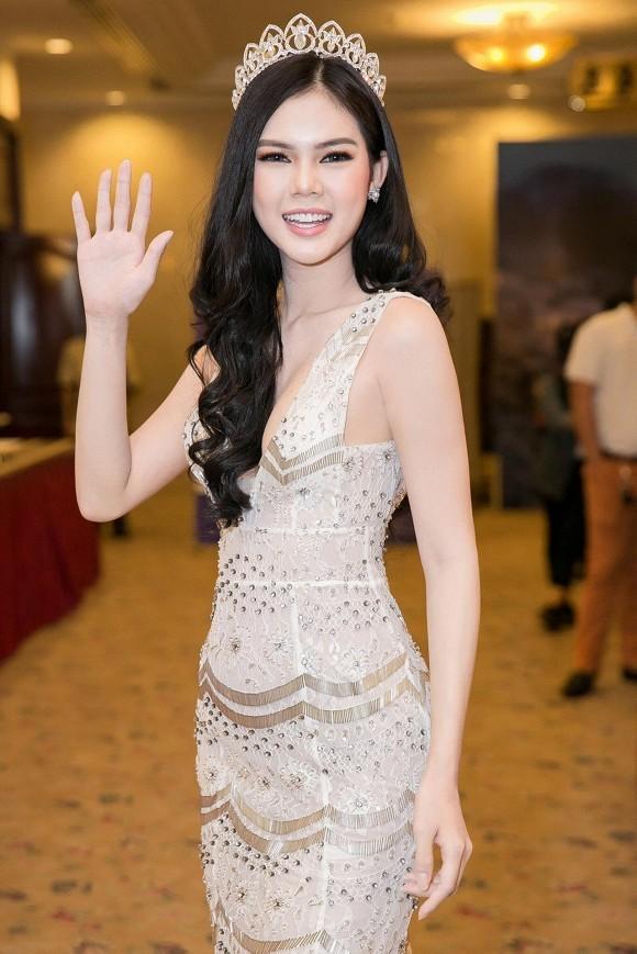 Le Ngoc Trinh len tieng ve tin don hen ho cau thu Le Thanh Phong-Hinh-5
