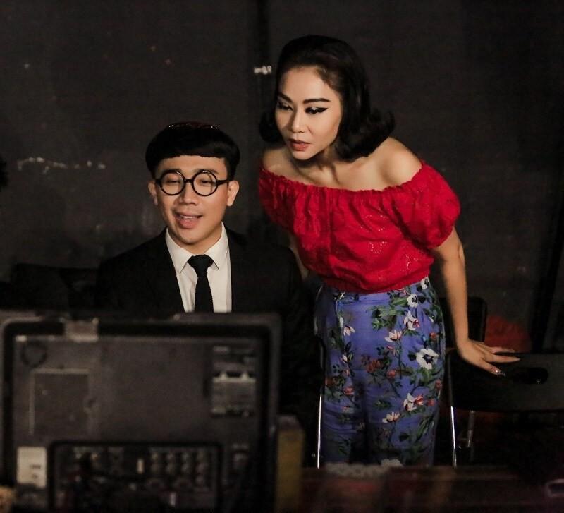 Tran Thanh khoe qua dat do duoc Thu Minh tang sinh nhat-Hinh-2