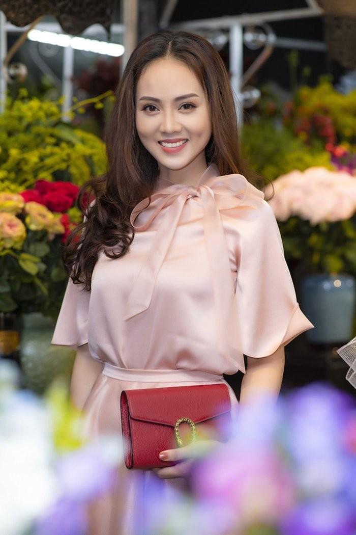 Ban gai xinh dep kem 15 tuoi hanh phuc don sinh nhat ben Cong Ly-Hinh-3