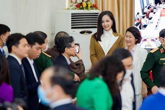 Mai Phuong Thuy trao 20 ty dong chong dai dich Covid-19-Hinh-2