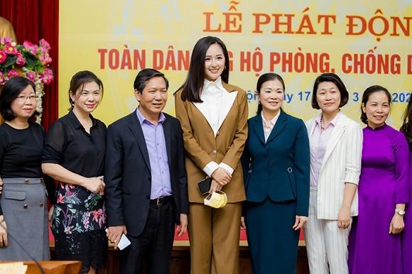 Mai Phuong Thuy trao 20 ty dong chong dai dich Covid-19-Hinh-4