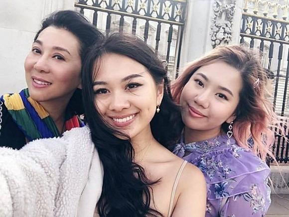 MC Ky Duyen cung hai con gai di xet nghiem vi co dau hieu ho, sot-Hinh-2