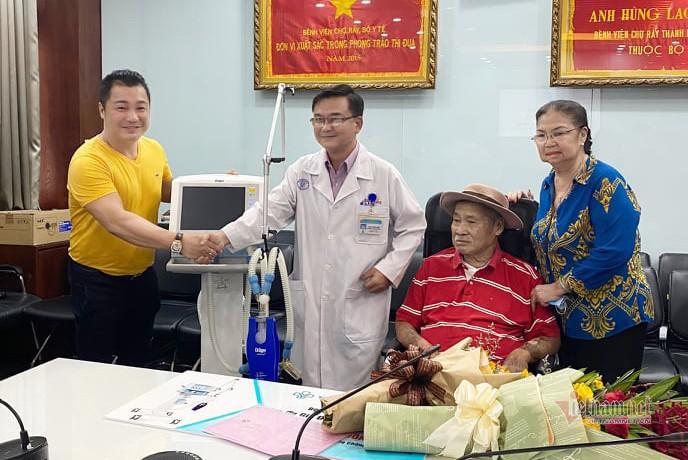 Gia dinh dien vien Ly Hung ung ho 500 trieu chong Covid-19-Hinh-3