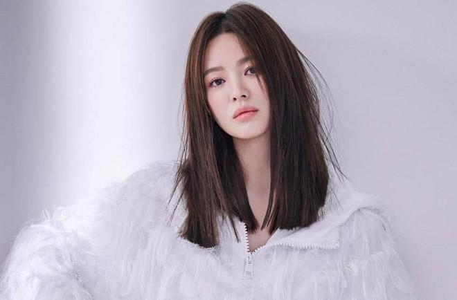Song Hye Kyo buon ba, co doc sau ly hon Song Joong Ki-Hinh-3