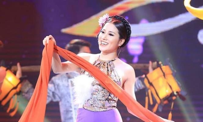 Vi sao fan Nhu Quynh doi tay chay ca si Quang Le?-Hinh-3