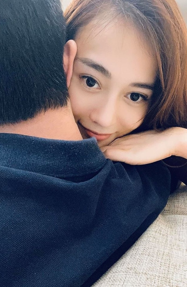Phuong Oanh hon ban trai doanh nhan, khong ngo hai nguoi cuong nhiet the!-Hinh-3