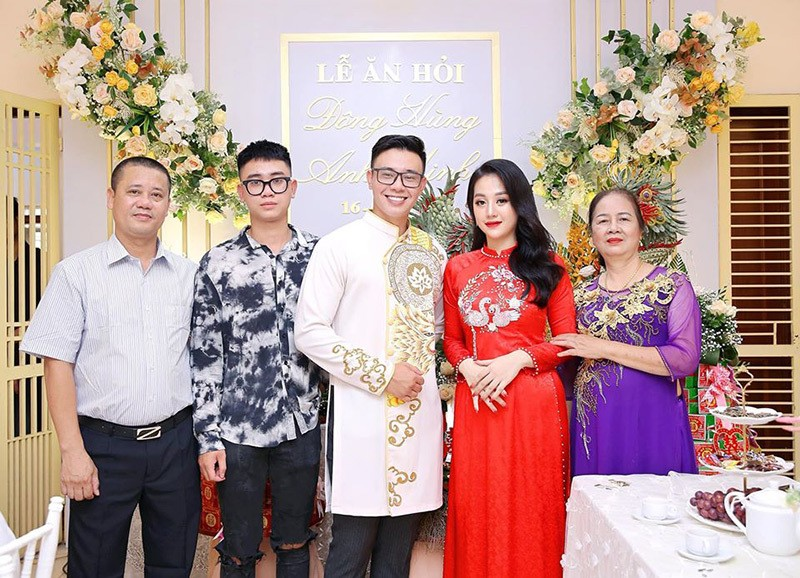 Nhan sac ban gai kem 6 tuoi lam le an hoi voi Dong Hung-Hinh-2