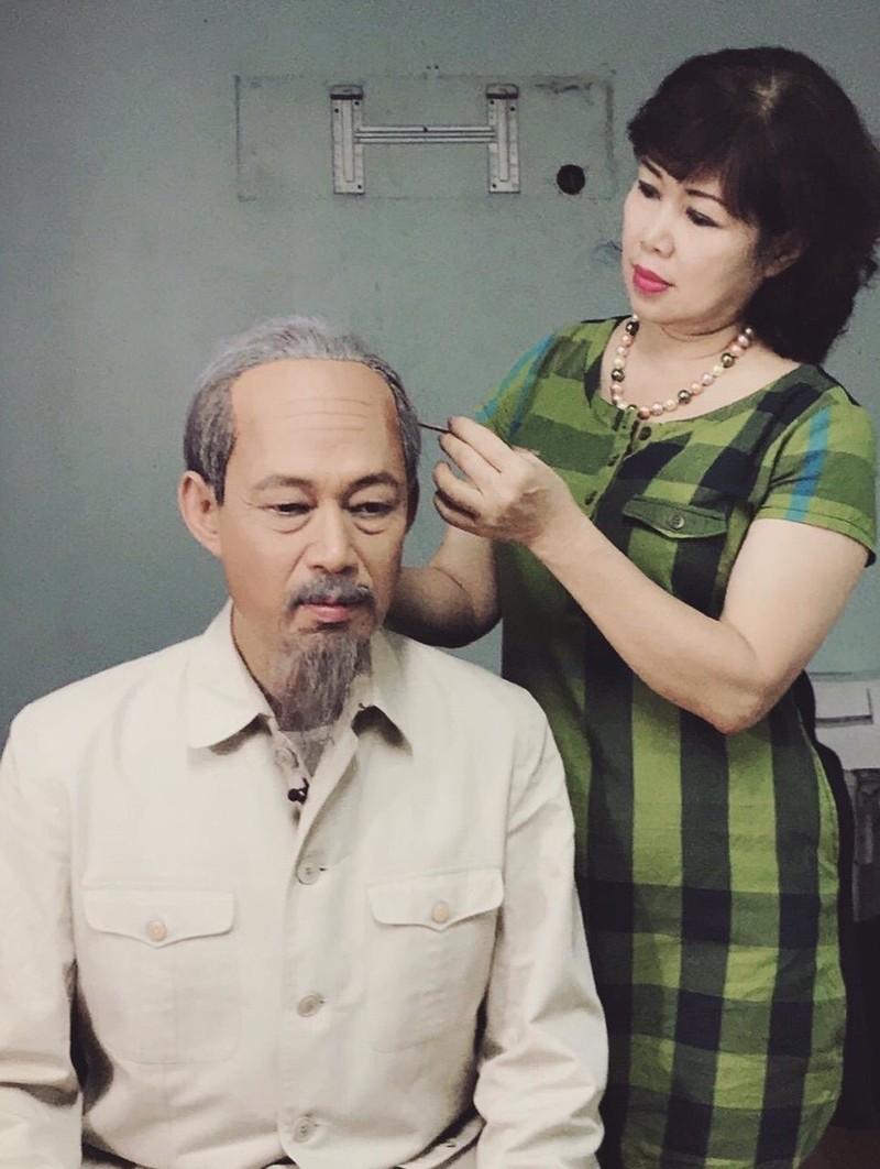 Chuyen nguoi vo hoa trang nghin lan cho chong dong vai Bac Ho