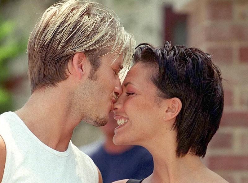Tu truyen cua Victoria: Tiet lo soc David Beckham la ke thu ba-Hinh-3
