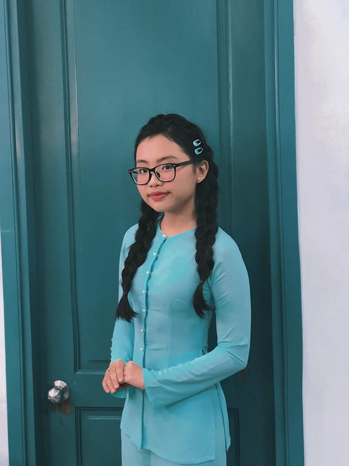 """Phuong My Chi """"dan mat"""" antifan, danh ca Huong Lan khuyen dieu bat ngo"""