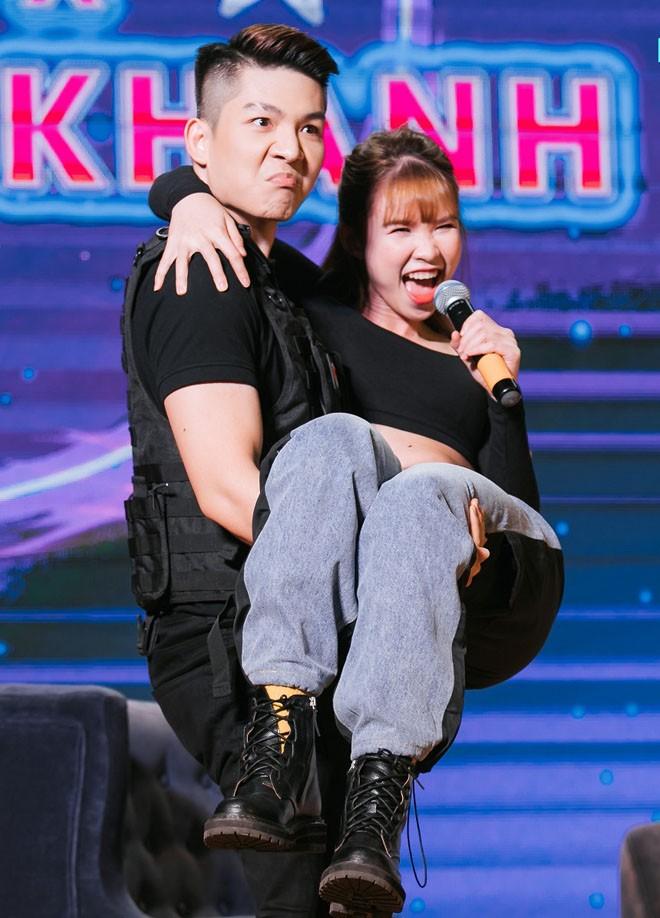 Khoi My - Kelvin Khanh tuyen bo soc khong sinh con, song vay den gia