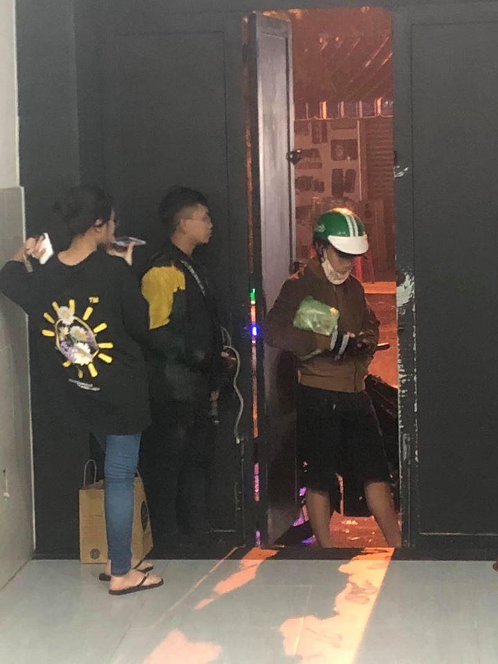 Lam Vy Da noi dien vi fan dat hang den nha bat co tra tien-Hinh-2