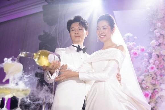 A hau Thuy Van xac nhan mang thai con trai ngay trong hon le
